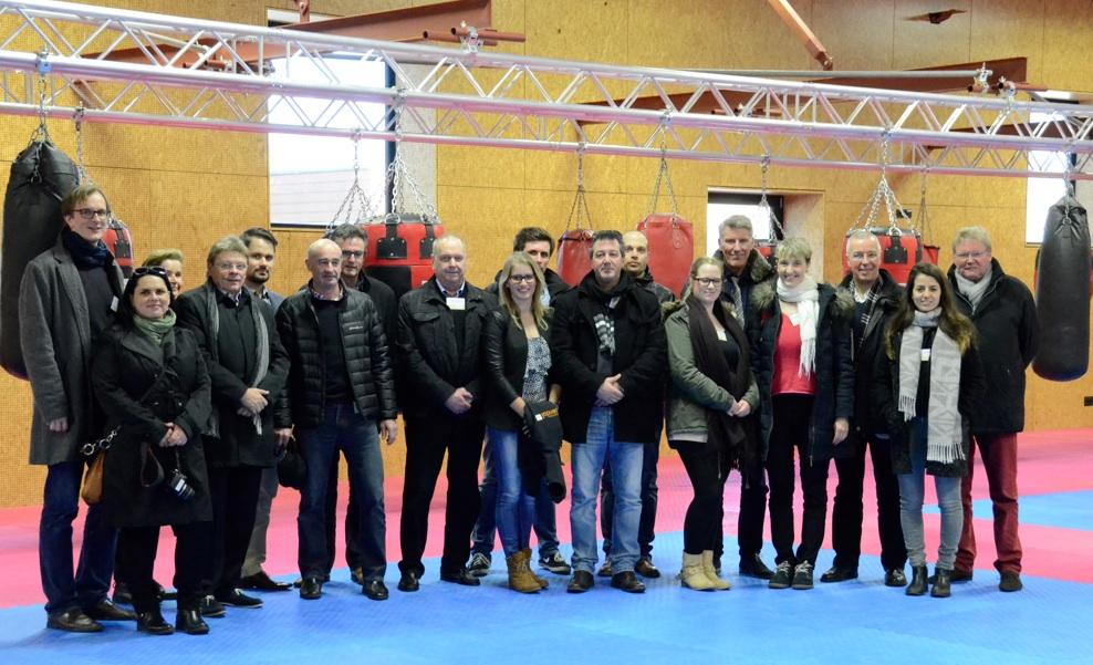 Große Gruppe: Die Netzwerker in der Boxhalle im nationalen niederländischen Sportzentrum in Papendal bei Arnhem. Hier sei etwas Großes geleistet worden, war der einhellige Tenor der Netzwerkmitglieder. Foto: and